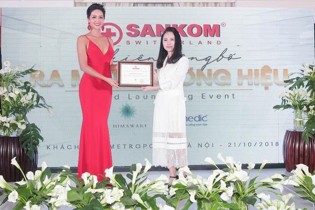 h'hen niê - img20181023161539610 - H'Hen Niê tự hào trở thành đại sứ ra mắt thương hiệu Sankom Thụy Sĩ tại Việt Nam