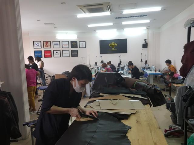 Áo da thật – phân khúc mới nổi và thương hiệu made in Vietnam - Ảnh 1.