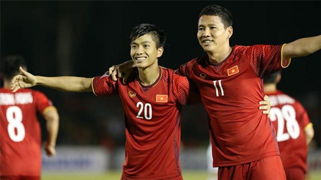Ghi tới hai bàn trên sân khách, tuyển Việt Nam rộng cửa vào chung kết - Ảnh 1.