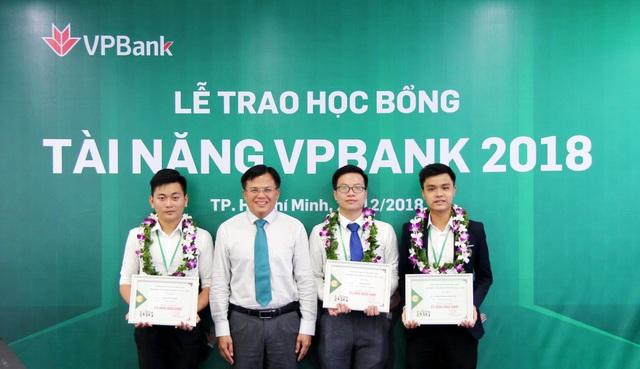 VPBank trao gần 150 suất học bổng tài năng sinh viên trị giá 1 tỷ đồng - Ảnh 1.