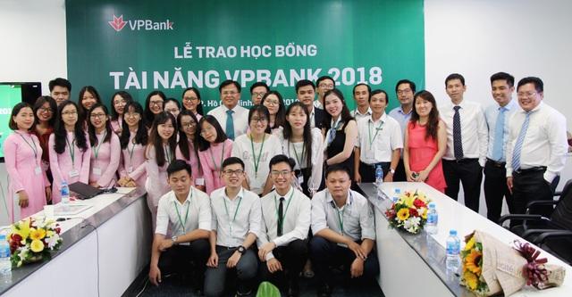 VPBank trao gần 150 suất học bổng tài năng sinh viên trị giá 1 tỷ đồng - Ảnh 4.