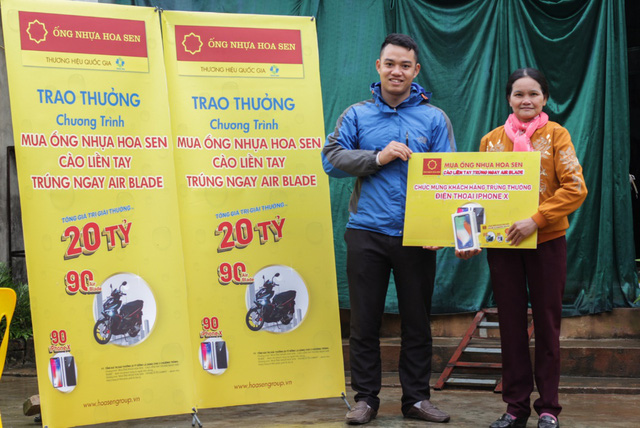 Trao thưởng cho những bạn Thứ nhất trúng thưởng từ chương trình khuyến mại của Ống nhựa Hoa Sen - Ảnh 1.