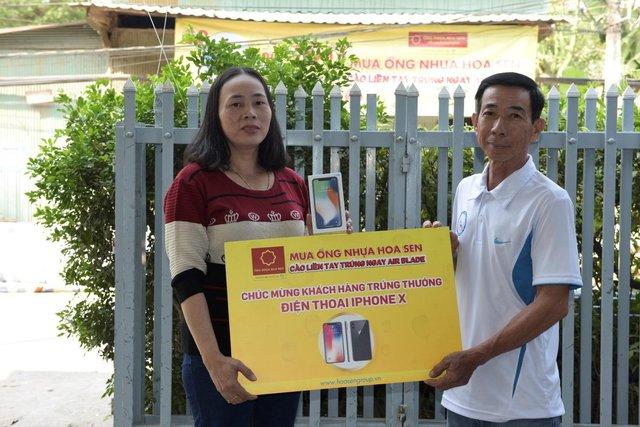 Trao thưởng cho những bạn Thứ nhất trúng thưởng từ chương trình khuyến mại của Ống nhựa Hoa Sen - Ảnh 2.