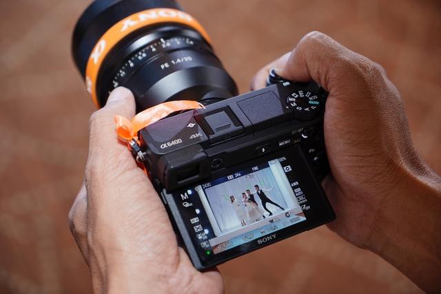 Sony α6400 - máy ảnh có tốc độ lấy nét nhanh nhất thế giới - Ảnh 2.