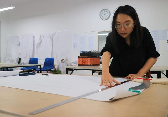 Học thiết kế thời trang vì yêu… môi trường, nữ sinh Amser nhận học bổng trăm triệu đồng - Ảnh 12.
