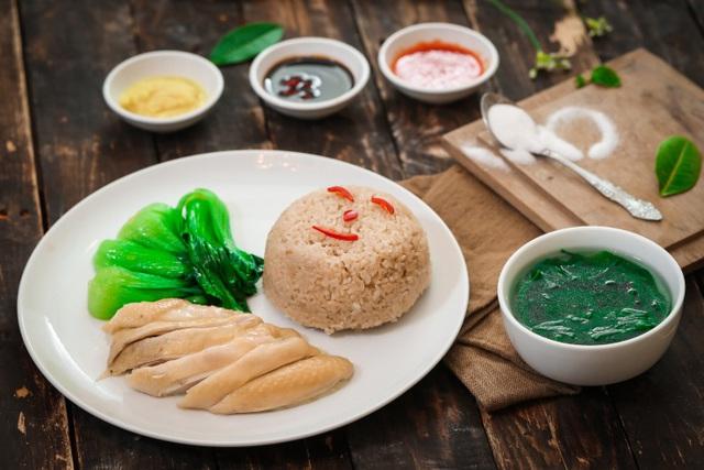 Khám phá món cơm gà Hải Nam ngon hơn cả bản gốc tại Singapore - Ảnh 3.