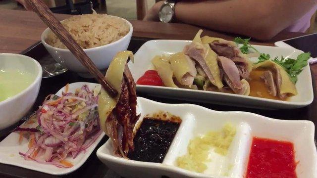 Khám phá món cơm gà Hải Nam ngon hơn cả bản gốc tại Singapore - Ảnh 4.