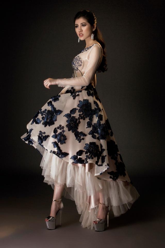 Người đẹp Emily Hồng Nhung đầy ma mị trong trang phục dạ hội mang phong cách châu Âu - Ảnh 1.