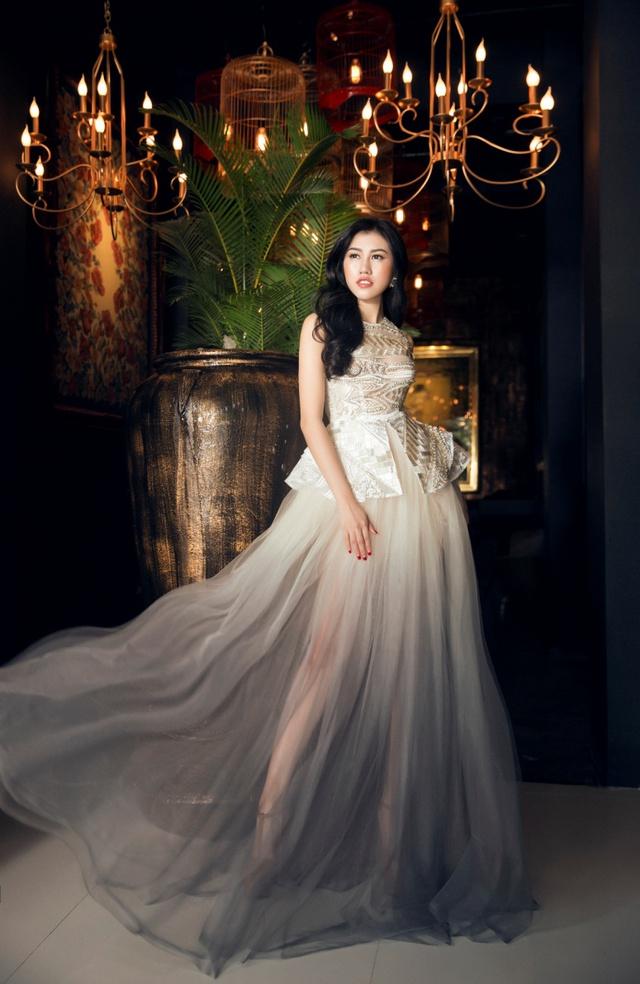 Người đẹp Emily Hồng Nhung đầy ma mị trong trang phục dạ hội mang phong cách châu Âu - Ảnh 9.