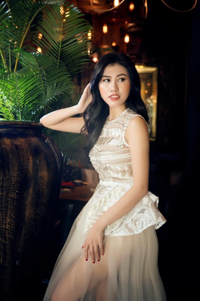 Người đẹp Emily Hồng Nhung đầy ma mị trong trang phục dạ hội mang phong cách châu Âu - Ảnh 10.
