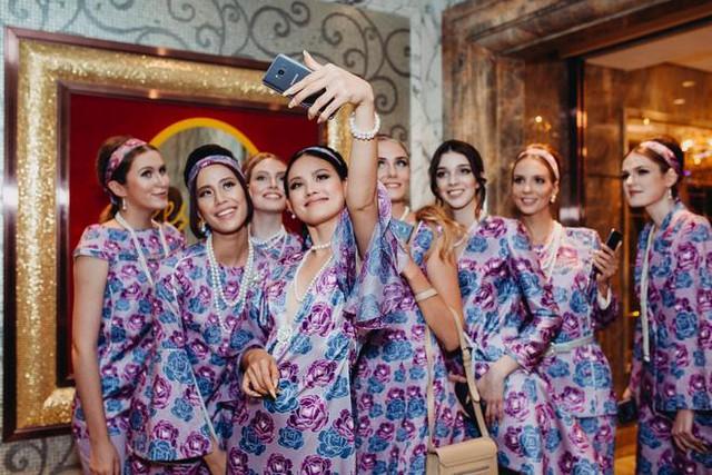 NTK Adrian Anh Tuấn: Galaxy S8 màu tím khói là nguồn cảm hứng giúp tôi sáng tạo trong thời trang - Ảnh 4.