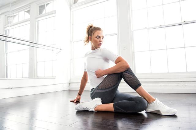 Tự do từ phòng tập xuống phố với BST warp knit của adidas - Ảnh 5.