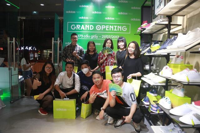 Tín đồ thời trang Việt check in rần rần tại cửa hàng mới nhất của adidas NEO - Ảnh 2.