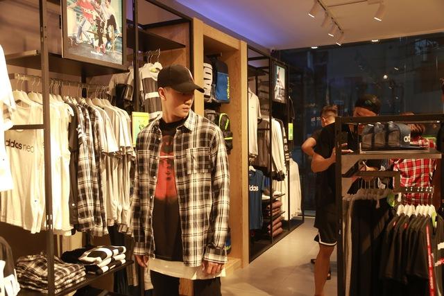 Tín đồ thời trang Việt check in rần rần tại cửa hàng mới nhất của adidas NEO - Ảnh 3.