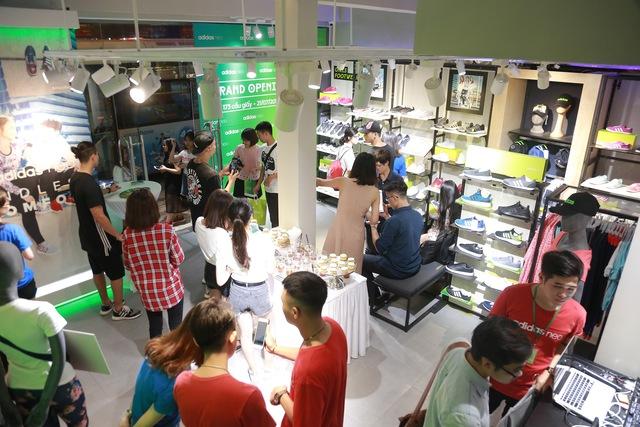Tín đồ thời trang Việt check in rần rần tại cửa hàng mới nhất của adidas NEO - Ảnh 9.