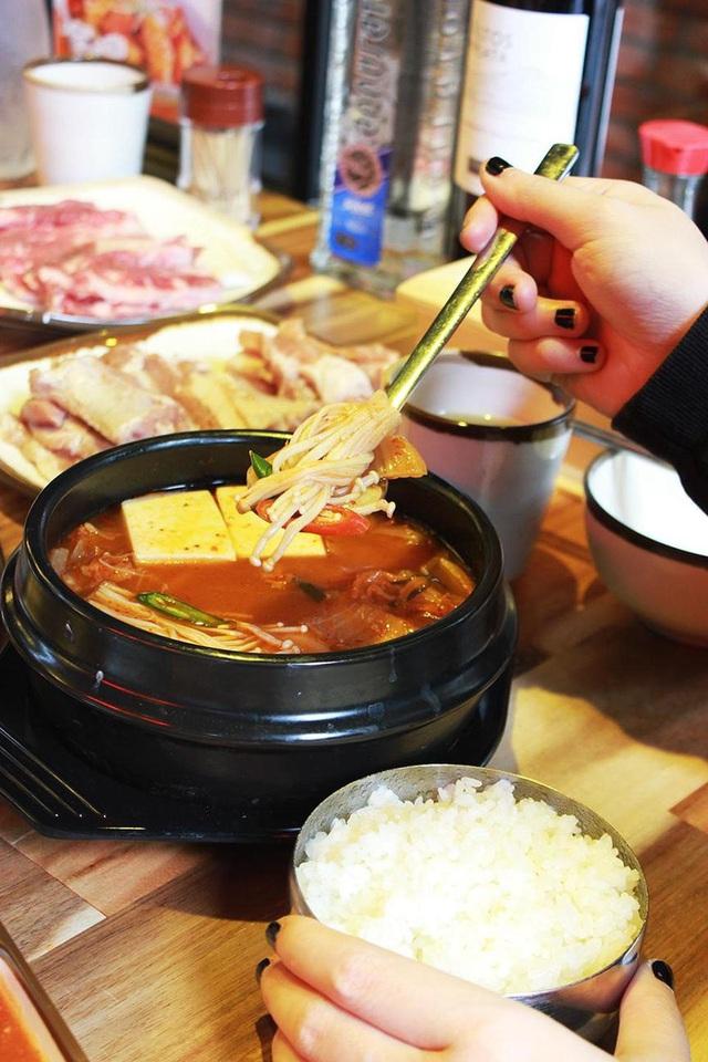 Điểm danh những món ăn Hàn càng ăn càng mê, càng ăn càng không thể chối từ - Ảnh 1.