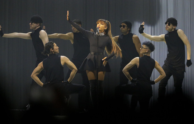 "Cơ hội nhận vé liveshow ""Dangerous Woman Tour"" của Ariana Grande tại Việt Nam - Ảnh 3."