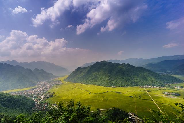 """Vẻ đẹp độc đáo tại """"Ngôi làng cổ"""" người Thái - Ảnh 1."""