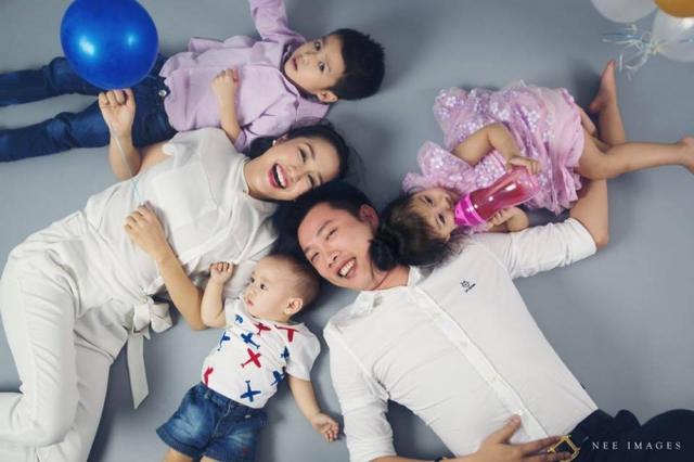 Các hot mom Việt chia sẻ khoảnh khắc hạnh phúc bên gia đình khiến fan thích thú - Ảnh 1.
