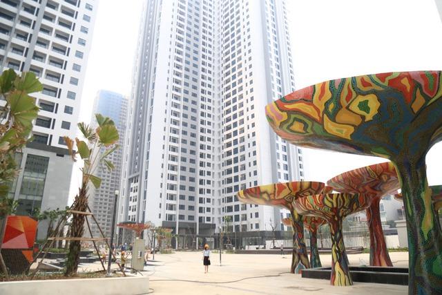 Khuôn viên quảng trường Ruby (1 trong 4 quảng trường tại Goldmark City) rộng tới gần 8.000 m2.