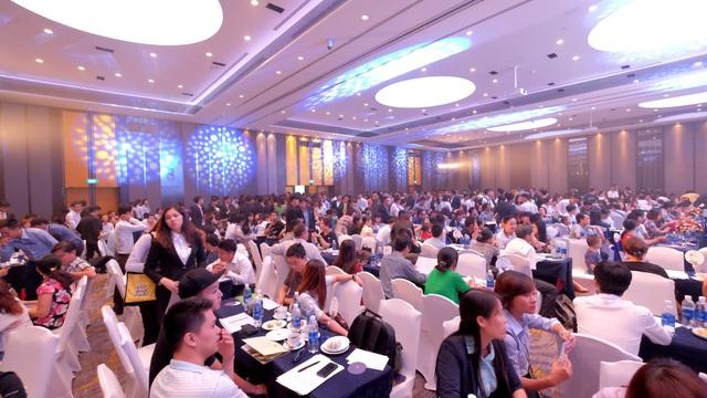 Hơn 800 quan khách đến tham dự sự kiện.