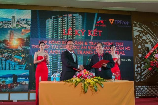 Ký kết bảo lãnh dự án và trao chứng thư của chủ đầu tư cộng TpBank.