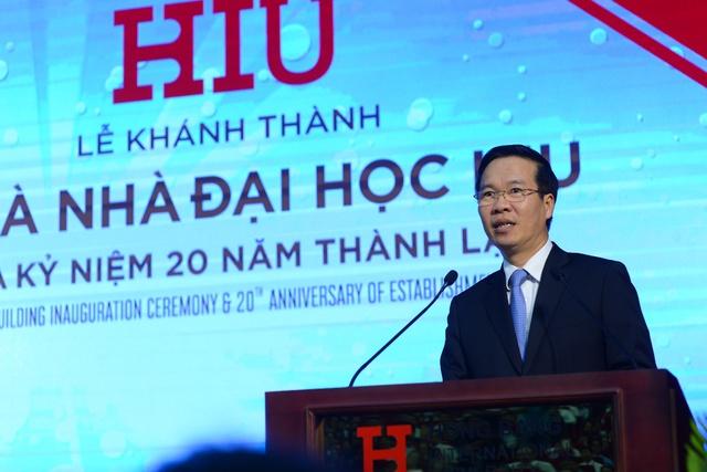 Ông Võ Văn Thưởng - Ủy viên Bộ Chính trị, Bí thư Trung Ương Đảng, Trưởng ban Tuyên giáo Trung Ương (Phát biểu ở Lễ khánh thành tòa nhà ĐH HIU và kỷ niệm 20 năm thành lập trường này, ngày 10/8).