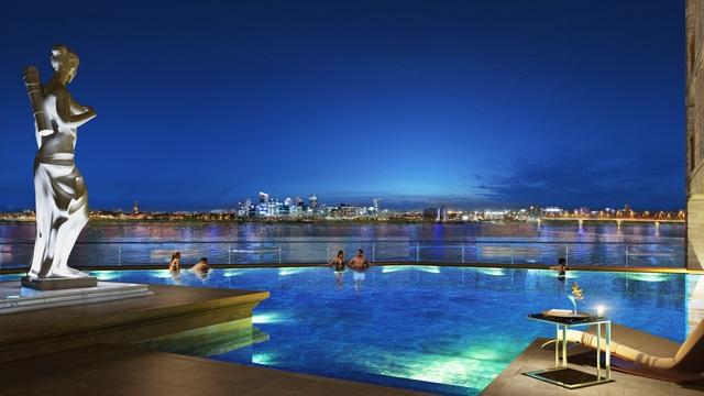 Bể bơi vô cực tại tầng 8 tháp dịch vụ mang đến những giây phút nghỉ ngơi thư giãn cho cư dân.
