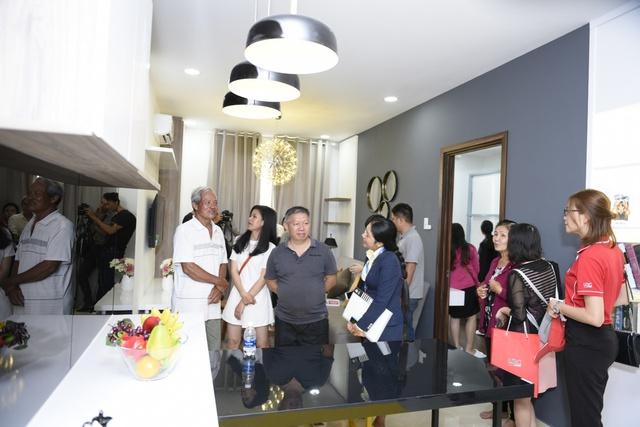 Đông đảo khách hàng tham quan nhà mẫu khu căn hộ ven sôngMarina Tower tại Bắc Sài Gòn.