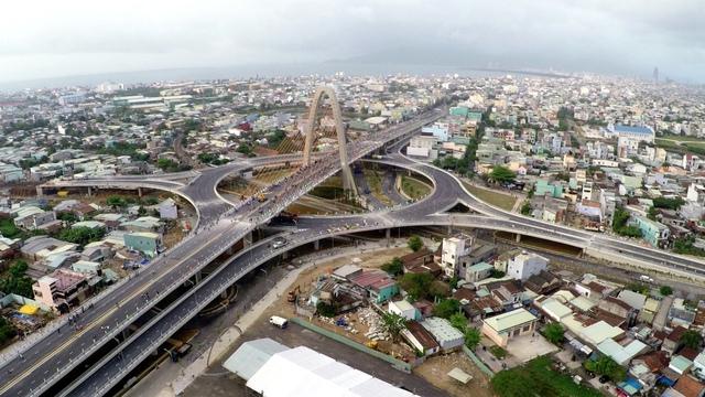 Cầu vượt ngã ba Huế nối liền nhiều tuyến đường trọng điểm của thành phố.