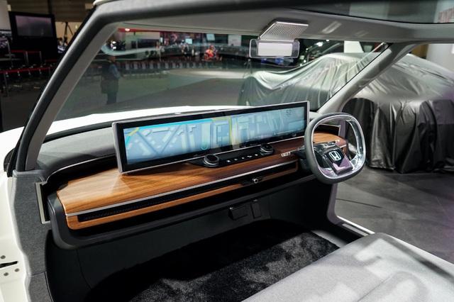Thiết kế táp lô đầy ấn tượng của Honda Urban EV Concept, chiếc xe đô thị thông minh với lịch bán ra từ năm 2020.