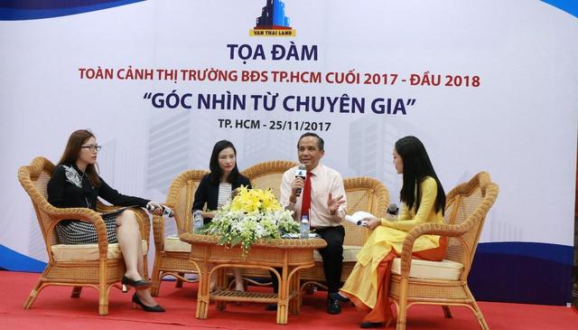 Ông Lê Hoàng Châu, Bà Dương Thùy Dung và đại diện Vạn Thái Land Bà Bùi Nguyệt Nga trả lời tham luận.