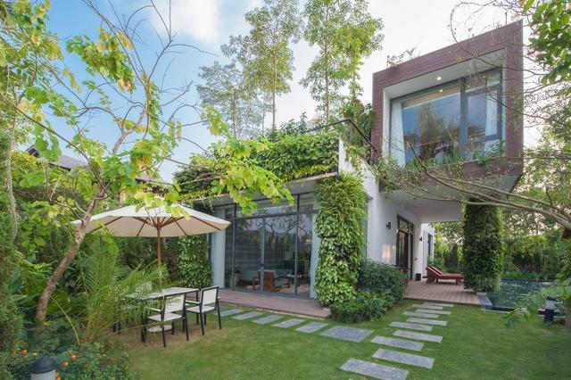 Căn villa trong không gian phong cảnh được bố trí hợp lý.