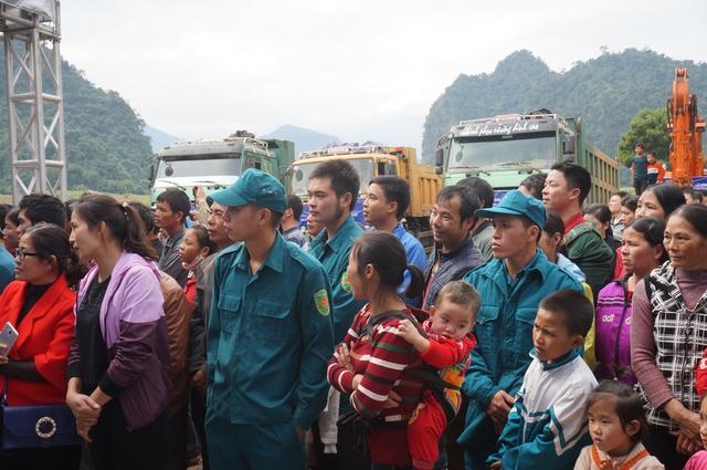 Người dân vùng dự án trông đợi sự thay đổi trên mảnh đất quê hương.
