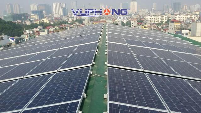 Sử dụng điện mặt trời mang lại hiệu quả kinh tế cao cho doanh nghiệp - Ảnh 1.