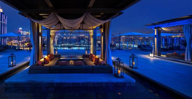River Terrace – bar trên tầng cao nhất khách sạn Regent Trùng Khánh đem lại trải nghiệm xa hoa mới mẻ.
