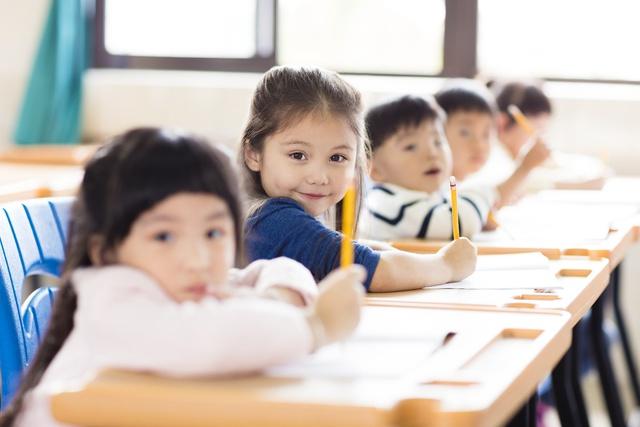 3 lưu ý để chuẩn bị cho trẻ tâm lý vững vàng, sẵn sàng bước vào lớp 1 - Ảnh 2.