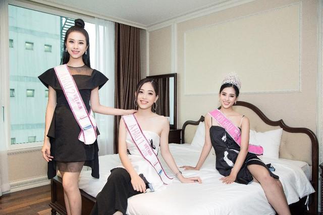 """Top 3 Hoa Hậu Việt Nam 2018 trở lại """"Ngôi nhà chung"""" Léman Luxury Apartments trước khi chia tay nhau - Ảnh 3."""