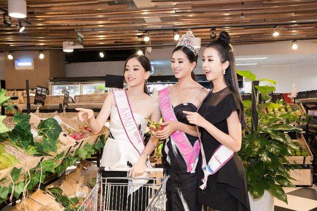 """Top 3 Hoa Hậu Việt Nam 2018 trở lại """"Ngôi nhà chung"""" Léman Luxury Apartments trước khi chia tay nhau - Ảnh 4."""