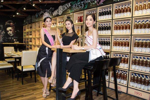 """Top 3 Hoa Hậu Việt Nam 2018 trở lại """"Ngôi nhà chung"""" Léman Luxury Apartments trước khi chia tay nhau - Ảnh 6."""