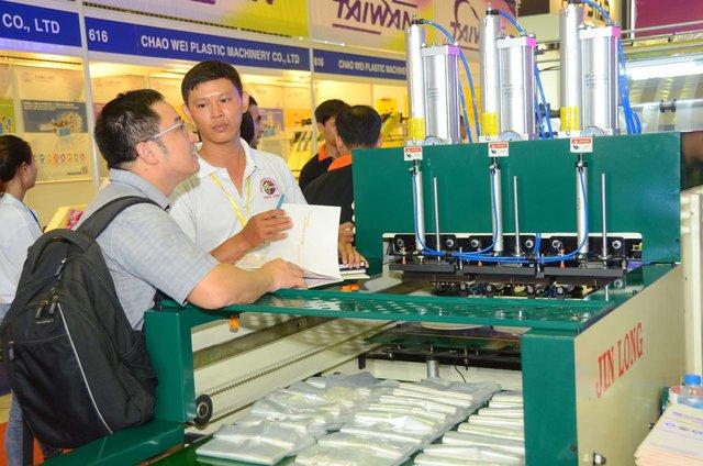 Doanh nghiệp quốc tế quan tâm ngành nhựa Việt Nam - Ảnh 1.