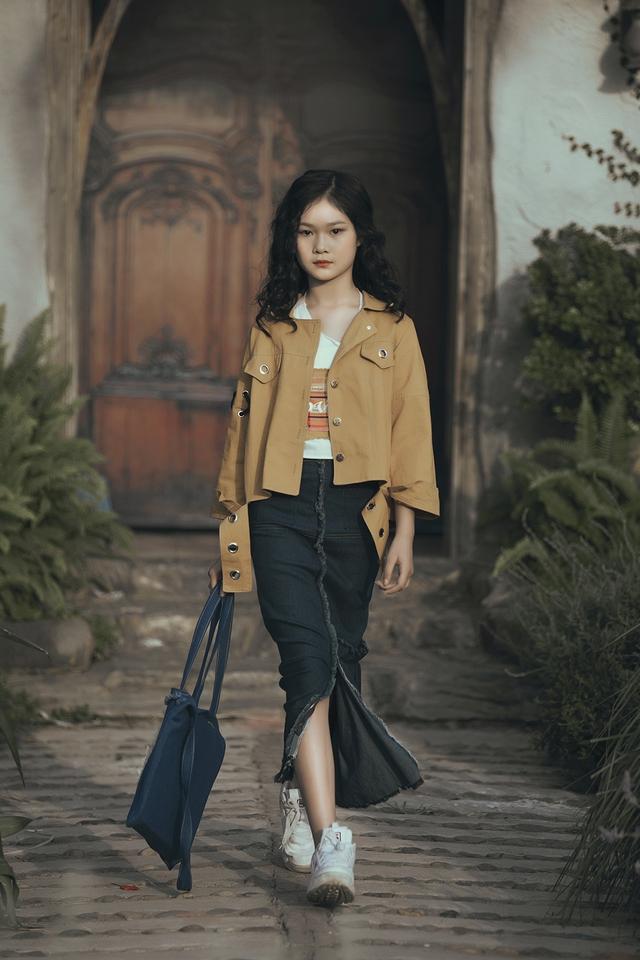 Mẫu nhí biến hóa đa dạng tại tuần lễ thời trang trẻ em Việt Nam - Ảnh 2.