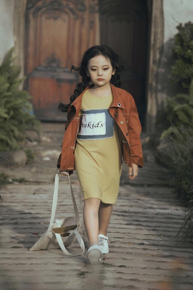 Mẫu nhí biến hóa đa dạng tại tuần lễ thời trang trẻ em Việt Nam - Ảnh 4.