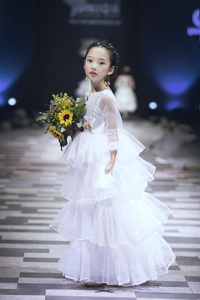 Mẫu nhí biến hóa đa dạng tại tuần lễ thời trang trẻ em Việt Nam - Ảnh 5.