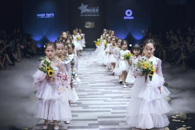 Mẫu nhí biến hóa đa dạng tại tuần lễ thời trang trẻ em Việt Nam - Ảnh 7.