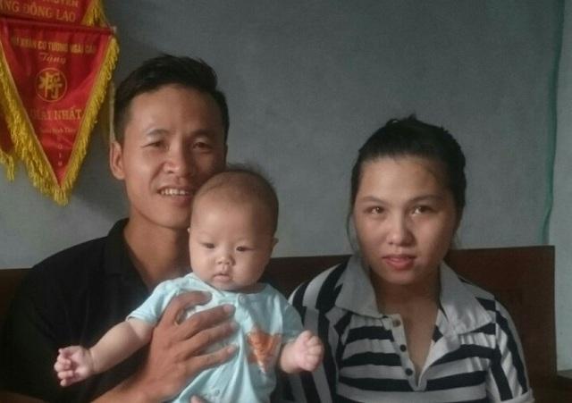 Hạnh phúc làm cha mẹ sau 4 năm hiếm muộn - Ảnh 1.