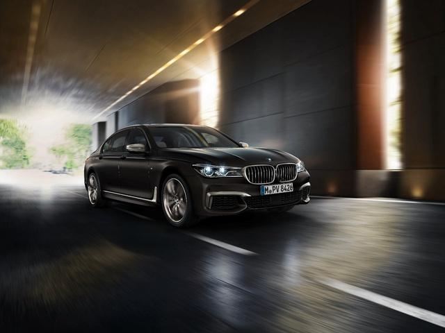 Động cơ V12 trên BMW M760Li xDrive - Trái tim mãnh hổ dẫn dắt cảm xúc người cầm lái