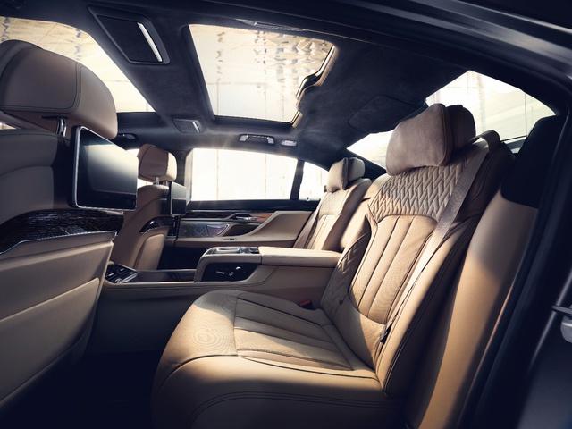 Động cơ V12 trên BMW M760Li xDrive - Trái tim mãnh hổ dẫn dắt cảm xúc người cầm lái - Ảnh 2.