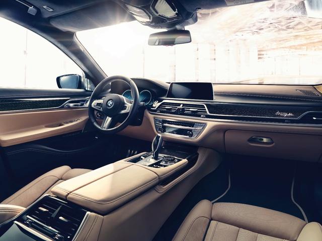 Động cơ V12 trên BMW M760Li xDrive - Trái tim mãnh hổ dẫn dắt cảm xúc người cầm lái - Ảnh 3.