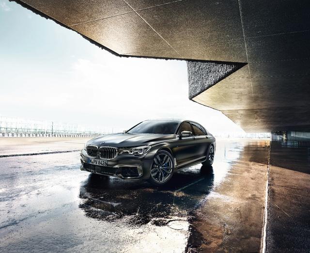 Động cơ V12 trên BMW M760Li xDrive - Trái tim mãnh hổ dẫn dắt cảm xúc người cầm lái - Ảnh 5.